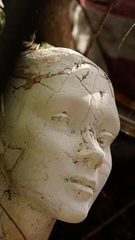 mannequin-1392152__340